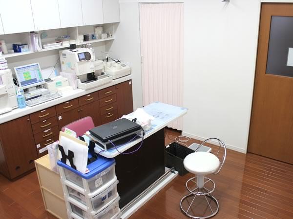 大村市の古賀島町、内科一般・糖尿病を専門とするちくばクリニック|検査室