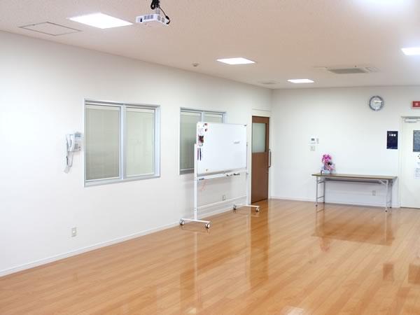 大村市の古賀島町、内科一般・糖尿病を専門とするちくばクリニック|ホール
