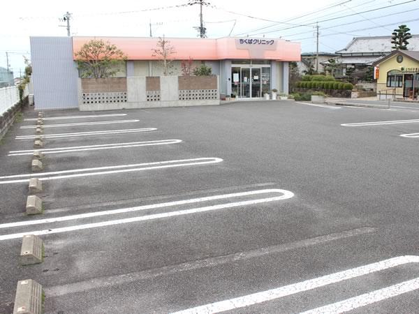 大村市の古賀島町、内科一般・糖尿病を専門とするちくばクリニック|駐車場